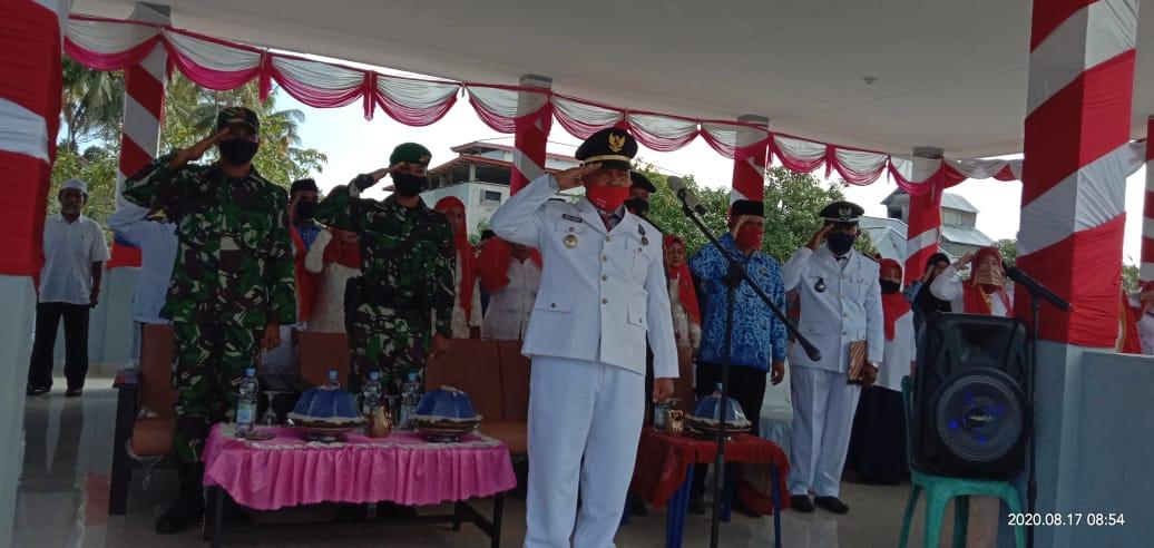 Camat kasimbar Abdul Manan Daeng Malindu S Pd MM bertindak sebagai inspektur Upacara,foto:Samudin