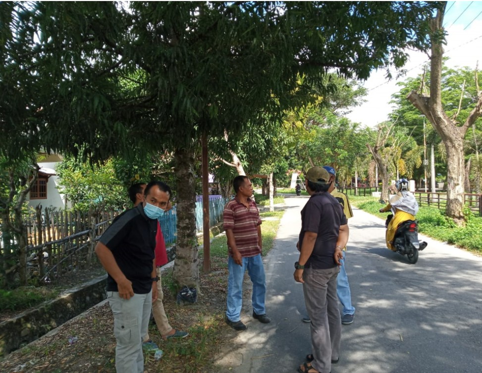 DPUPRP Kabupaten Parimo Sulawesi Tengah bersama dengan Dinas Lingkungan Hidup DLH beserta aparat kecamatan Parigi melakukan peninjauan Penebangan pohon. foto : DPUPRP